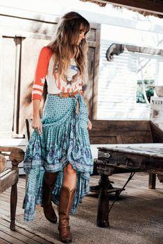 ╰╮Boho chic bohemian boho style hippy hippie chic bohème vibe gypsy fashion indie folk the . Basic Fashion, Indie Fashion, Minimal Fashion, Look Fashion, Fashion Trends, Fashion Ideas, Gipsy Fashion, Winter Fashion, Style Indie