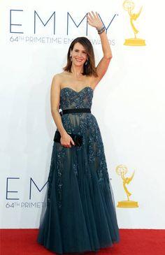Sarah Paulsonen un romántico vestido de Reem Acra. El calzado, es de la marca Brian Atwood y las joyas de Schwartz