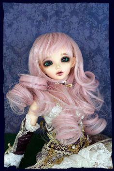 Gorgeous wig on a gorgeous Chloe.