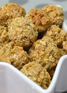 Apfelsnacks als Energiebällchen vegan und gesund Rezept hochkant