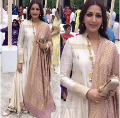 Sonali Bendre Outfit - Juttis - Styled by - Indian Attire, Indian Ethnic Wear, Indian Style, Pakistani Outfits, Indian Outfits, Western Outfits, Kurta Designs, Blouse Designs, India Fashion
