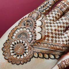 Circle Mehndi Designs, Henna Tattoo Designs Arm, Mehndi Design Photos, Unique Mehndi Designs, Henna Designs Easy, Mehndi Designs For Fingers, Beautiful Henna Designs, Beautiful Mehndi, Arabic Mehndi Designs
