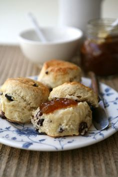 Sultana scones ...................  for your english breackfast and for the tea time too .... i want it!! ..........................   #food