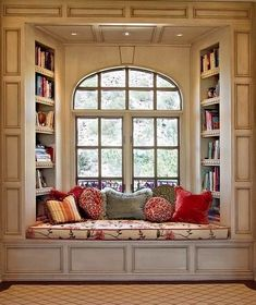 oh a window seat, that's something else i would want in my dream house. a kitchen island, a window seat. ya know, fun stuff Traditional Windows, Traditional Benches, Traditional Ideas, Home Libraries, Cozy Nook, Cozy Corner, Bed Nook, Alcove Bed, Home And Deco
