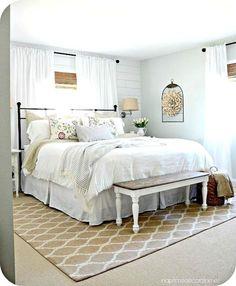 Beauty and comfy farmhouse bedroom design ideas (18)