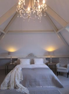Attic | Decor | Bedroom | Gray | White | landelijk logeren bed and breakfast