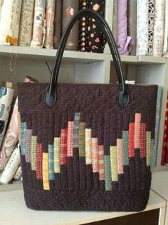Unique fabric bags ideas – Simple Craft Ideas by alicealice - quilt patterns Sacs Tote Bags, Quilted Tote Bags, Patchwork Bags, Bag Patterns To Sew, Quilt Patterns, Tote Pattern, Handmade Purses, Handmade Fabric Bags, Craft Bags