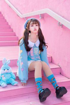 Kawaii fashion, Lolita fashion and Harajuku girls Harajuku Mode, Harajuku Girls, Harajuku Fashion, Kawaii Fashion, Set Fashion, Pastel Fashion, Lolita Fashion, Daily Fashion, Fashion Styles
