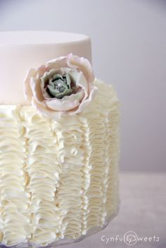 Buttercream Wedding Cakes No Fondant romantic | Ruffles Cake w. Cabbage Flower — Round Wedding Cakes