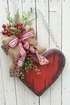 This would be the perfect decorative wreath for Valentine's Day Valentine Candy Box WreathRustic Heart Door Swag by Keleas on Etsy Valentine Day Wreaths, Valentines Day Decorations, Valentine Day Crafts, Happy Valentines Day, Holiday Crafts, Holiday Decor, Valentine Ideas, Christmas Decor, Budget Holiday
