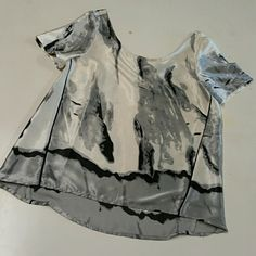 **Graphic print top grey white blouse new with out tags. best fits size medium Tops Blouses