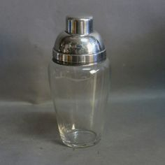 Vintage cocktail shaker. Material: Glass and silverplated metal. Year: 1950 - 1955. Measure : 21 x 10 cm