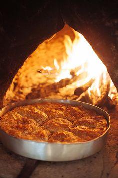 ΓΕΥΣΕΙΣ: Η Θεσσαλική γη, τυλιγμένη σε φύλλο - ΘΕΣΣΑΛΙΚΕΣ ΕΠΙΛΟΓΕΣ Wood Fired Oven, Pinterest Recipes, Food And Drink, Pizza, Cooking, Desserts, Wood Burning Oven, Wood Oven, Kochen