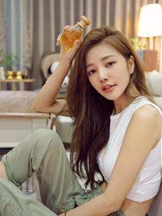 Korean Ulzzang, Ulzzang Girl, Korean Girl, Asian Models Female, Role Models, How To Look Better, Skin Care, Womens Fashion, Beauty