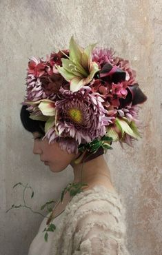 Takaya Hanayushi's floral creations via sho & tell: Flowers In Her Hair. Flower Headdress, Floral Headpiece, Foto Portrait, Arte Floral, Belle Photo, Her Hair, Floral Arrangements, Fashion Photography, Floral Photography