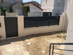 Discover recipes, home ideas, style inspiration and other ideas to try. Home Gate Design, Fence Gate Design, Modern Fence Design, House Design, Fence Doors, Garden Doors, Diy Backyard Fence, Fence Options, Gate House