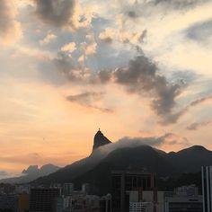 Céu do Rio de Janeiro nas cores do ano: rose quartz e serenity!  #serenity #rosequartz #pantone2016 #rio #riodejaneiro #rj #rioeuteamo #cidademaravilhosa #errejota #RIOdejaneiro #RioGuiaOficial #Rio #IG_RiodeJaneiro_ #cristoredentor