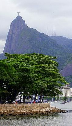 Botafogo e Corcovado visto da Urca - Photo by Migu Christ The Redeemer, Travel Destinations, Vacation Travel, Natural Wonders, Nature Photos, Cool Places To Visit, Beautiful Places, Latin America, Terra