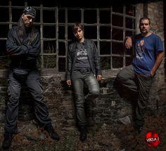 """Grupa Verzija 2, čiji je album """"Probudi me"""" objavljen pre nekoliko meseci, nastupiće u zemunskom klubu Fest 29. juna uz gostujući sastav Uzemljenje."""