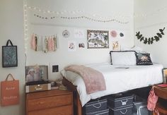Unique Dorm Room Storage Organization Ideas On A Budget Dorm Room Closet, Dorm Room Storage, Uni Room, Dorm Room Organization, College Dorm Rooms, Organization Ideas, College Apartments, Studio Apartments, Small Apartments