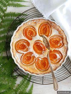 Простой рецепт приготовления вкусного клафути с абрикосами и сливочным сыром. Ингредиенты 2 яйца 40 г. сахара 1 ч.л. ванильного сахара 50 г. пшеничной муки 15 г. сливочного масла 70 г. сливочного сыра 50 мл. молока щепотка соли 2-3 капли миндального экстракта 250 г. абрикосов 1-2 ч.л. сахарной пудры Приготовление Абрикосы вымыть, обсушить, разрезать на две …
