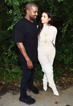 Kanye West and Kim Kardashian attend the Kanye West Yeezy Season 4 fashion show. Kanye West and Kim Kardashian attend the Kanye West Yeezy Season 4 fashion show. Kim Kardashian Kanye West, Estilo Kardashian, Kim Kardashian Wedding, Kanye West And Kim, Kim Kardashian And Kanye, Kardashian Style, Kardashian Jenner, Kardashian Fashion, Kardashian Photos