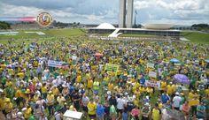 Protesto em defesa da Lava Jato reúne manifestantes em todo Brasil. Com a segurança reforçada, milhares de pessoas vestidas de verde e amarelo e...