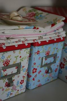 4 Good-Looking Tips: Shabby Chic Rustic Old Windows shabby chic pink wallpaper.Shabby Chic Living Room With Tv. Shabby Chic Decor Living Room, Shabby Chic Chairs, Living Room Decor Colors, Shabby Chic Dining, Shabby Chic Garden, Shabby Chic Kitchen, Shabby Chic Homes, Sillas Shabby Chic, Tela Shabby Chic