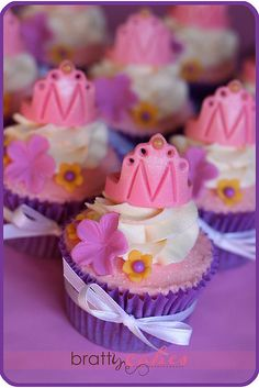 This is doable for a large event / Princess Tea Party Cupcakes Pretty Cupcakes, Beautiful Cupcakes, Yummy Cupcakes, Cupcake Cookies, Vanilla Cupcakes, Crown Cupcakes, Princess Tea Party, Princess Cupcakes, Princess Tiara