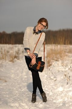 Kayley Heeringa of the blog Sidewalk Ready wears a Gap sweater.