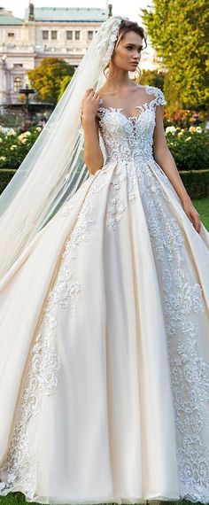 Gorgeous Tulle Scoop Neckline Ball Gown Wedding Dress With Beaded Lace Appliques