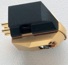 The AT-OC9 MKII has the basic A-T Vector-Aligned design, but utilizes two tiny moving coils mounted at 90 degrees in place of two moving magnets.  Many serious audiophiles prefer moving coil designs, citing clarity and transparency of tone, better defined transients, precise stereo imaging and lower distortion as the reasons for their preference.   The AT-OC9 MKII features a nude hyperelliptical MicroLine stylus, PCOCC coil windings for low loss signal transmission, a high-flux samarium…