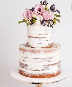 Beautiful garden wedding cake with fresh flowers for a pretty ...