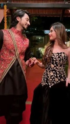 New Love Songs, Cute Songs, Indian Outfits, New Outfits, Party Wear Long Gowns, Romantic Couple Poses, Cute Headphones, Girls Dp Stylish, Latest Mehndi Designs