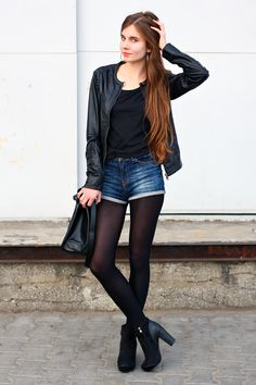 I set a black T-shirt with dark blue denim shorts from Bershka, a leather jacket from Stradivarius, suede ankle boots from Romwe.com, an elegant bag and round earrings.