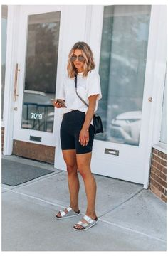 Cute Sporty Outfits, Casual Summer Outfits, Short Outfits, Trendy Outfits, Outfit Summer, Legging Outfits, Athleisure Outfits, Overall Shorts Outfit, Chicago Outfit