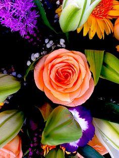 """Son las floras. Saqué un foto porque estas floras en """"la plaza de las flores."""" La plaza está detrás del mercado."""