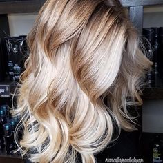 Natural golden blonde balayage, long hair, wavy hair, natural curls Source by My Hairstyle, Pretty Hairstyles, Curly Hair Styles, Natural Hair Styles, Natural Curls, Amy, Brown Blonde Hair, Golden Blonde, Gorgeous Hair