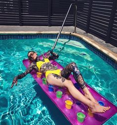 MONAMI FROST AT THE SWIMMING POOL IN LOS ANGELES ❄️