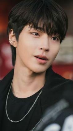 Hot Actors, Actors & Actresses, Romantic Movie Scenes, Korean Drama Best, Lee Min Ho Photos, K Wallpaper, Pastel Wallpaper, Handsome Korean Actors, Kdrama Actors