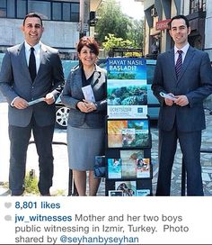 Mother and sons in Izmir, Turkey Deaf Bible, Bible Truth, Public Witnessing, Jw News, Family World, Kingdom Hall, Jehovah S Witnesses, Everlasting Life, Walk By Faith