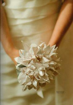 Bouquet de lírios em origami.