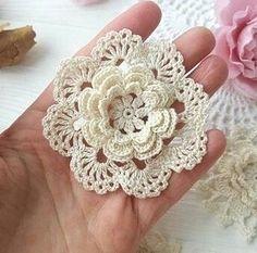 New crochet flowers pattern lace 64 ideas Crochet Shawl Free, Crochet Motifs, Freeform Crochet, Thread Crochet, Irish Crochet, Crochet Doilies, Crochet Stitches, Crochet Flower Tutorial, Crochet Flower Patterns