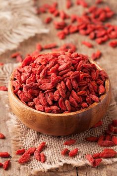 Sabia que esta fruta vermelha conta com imensos benefícios para a saúde? Não perca mais tempo e aprenda a consumi-la. #gojiberry #saúde