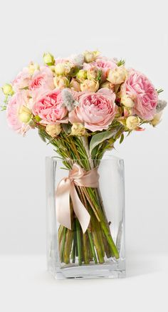 this is a mix of pink garden roses and cream/white mini spray roses