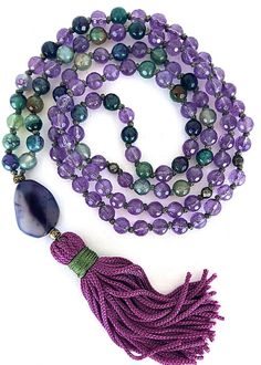 Amethyst Mala Necklace, Yoga Knotted Necklace, Meditation Mala, Violet green agate gemstones necklace, Boho Tassel necklace, 108 Mala beads This necklace is made of 108 round faceted gemstones 6mm hand knotted. (74 amethyst, 34 green purple agate) Also : - olive green synthetic thread, -