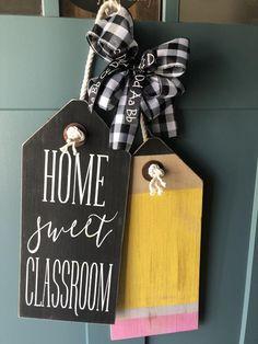 Wooden Gifts, Wooden Diy, Wood Tags, Front Door Signs, Decorative Bows, Dollar Tree Crafts, Wooden Doors, Fall Wooden Door Hangers, Diy Signs