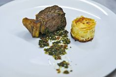 Bife de chorizo, chimichurri e pastel de papas com queso | Steak chorizo ​​, chimichurri and pastel de papas with cheese