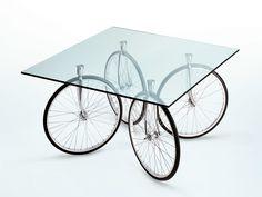 Talvez seja uma ótima opção para quem quer  mover a sua mesa - http://www.lojascasa.com.br
