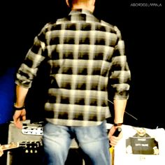 Ackles wave at Phoenix con 2015 (x)
